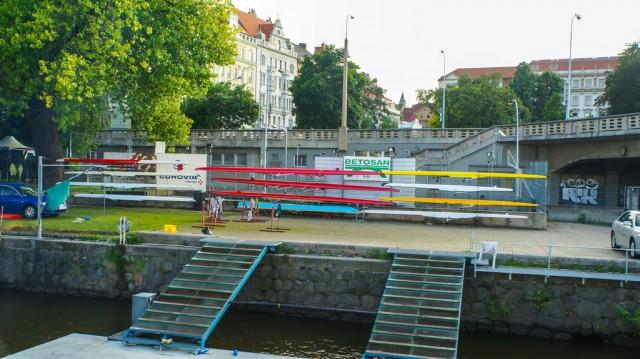 Лодки гребцов на Влтаве