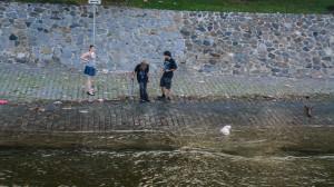 Дети на берегу Влтавы