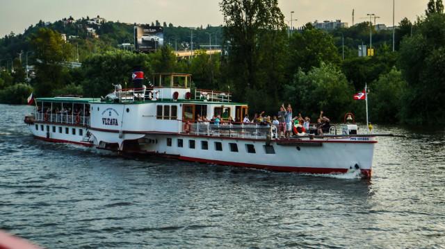 Кораблик Влтава в круизе по Влтаве