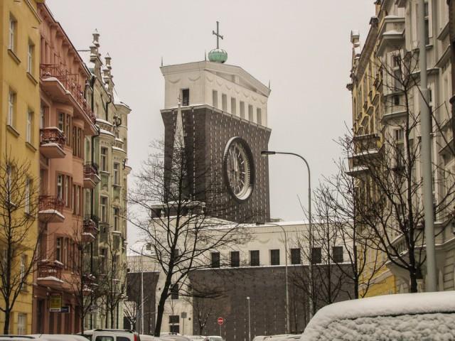 В районе Праги Винограды расположена Церковь Пресвятого Сердца Господня