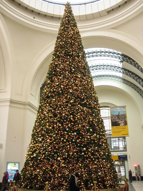 Новогодняя елка в Дрезденском вокзале