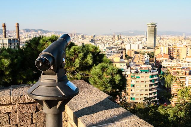 Вид с холма Монжуик на Барселону