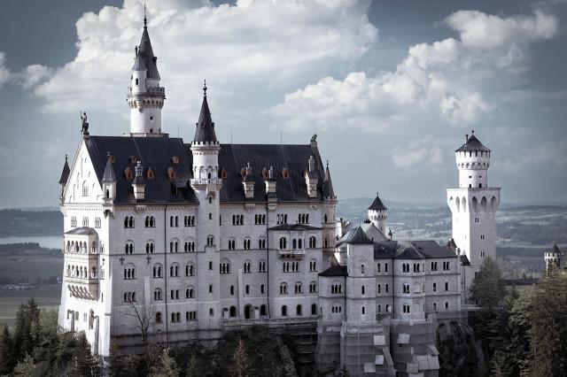 Вид на немецкий замок Нойшванштайн