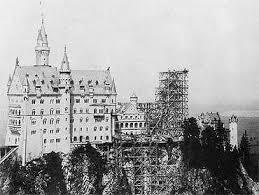 Старый кадр строительства замка Нойшвантштайн в Германии