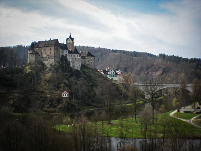Пейзаж с видом на замок Локет