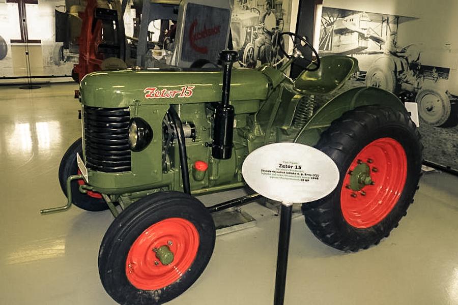 Трактор в музее сельского хозяйства в Праге