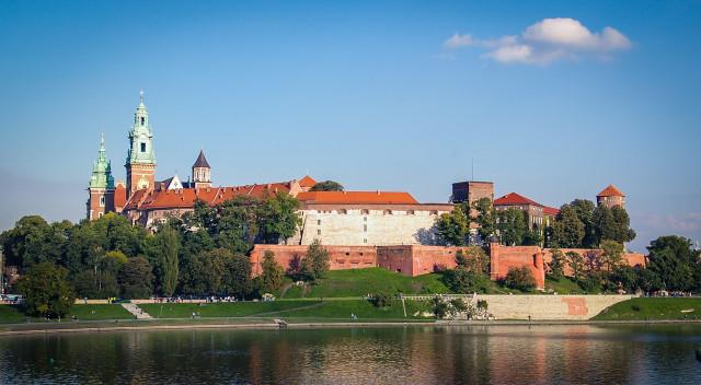 Вавельский замок в польском Вавеле расположился прямо у воды