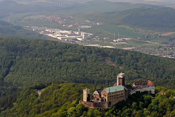 Вид на замок Вартбург с высоты птичьего полета