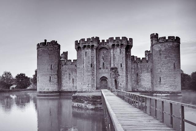 Замок Бодиам в Великобритании расположился на острове