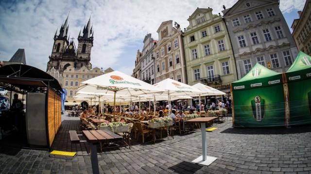 Уличная терасса ресторана в Праге на Староместской площади