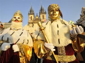 Карнавал в масках на масленицу в Праге