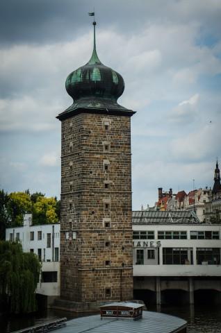 Шитковская водонапорная башня на правом берегу Влтавы в Праге