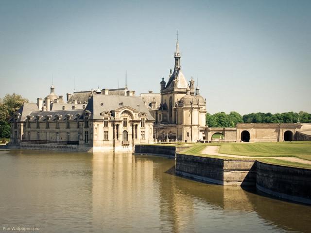 Замок Шантильи во Франции