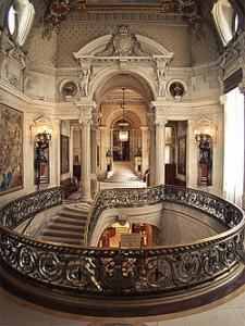 Винтовая лестница в замке Шантильи
