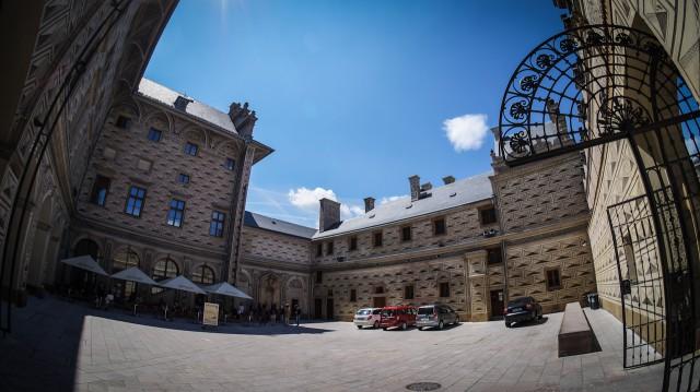 Двор Шварценбергского дворца в Праге