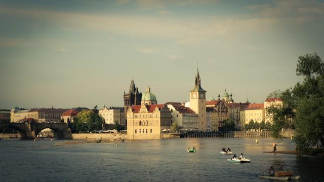 Староместская водонапорная башня и часть Карлова Моста. Справа Стрелецкий остров.