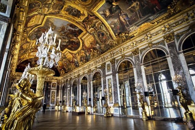 Интерьеры в зале Версальского дворца