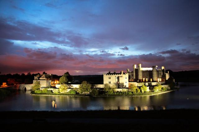Замок Лидс ночью с подсветкой