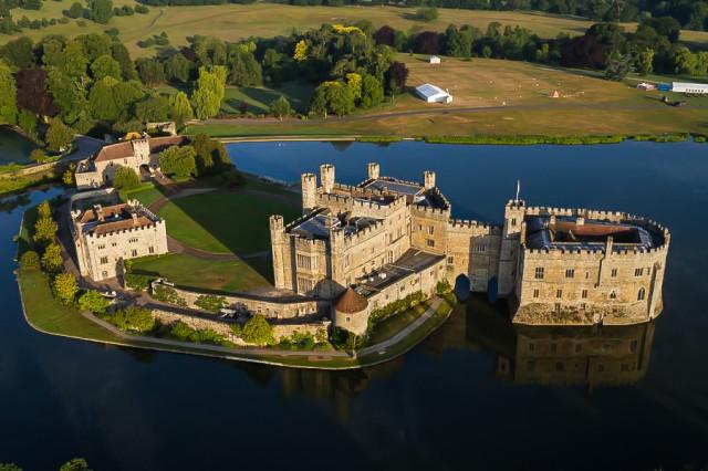 Вид на Замок Лидс в Англии с высоты птичьего полета