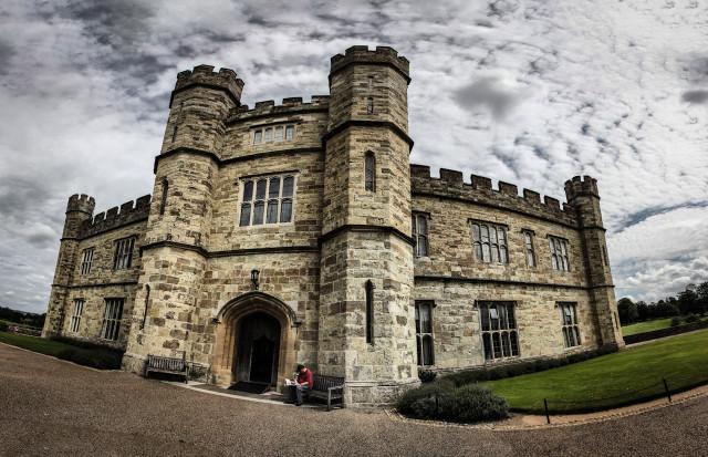 Центральный вход английского замка Лидс