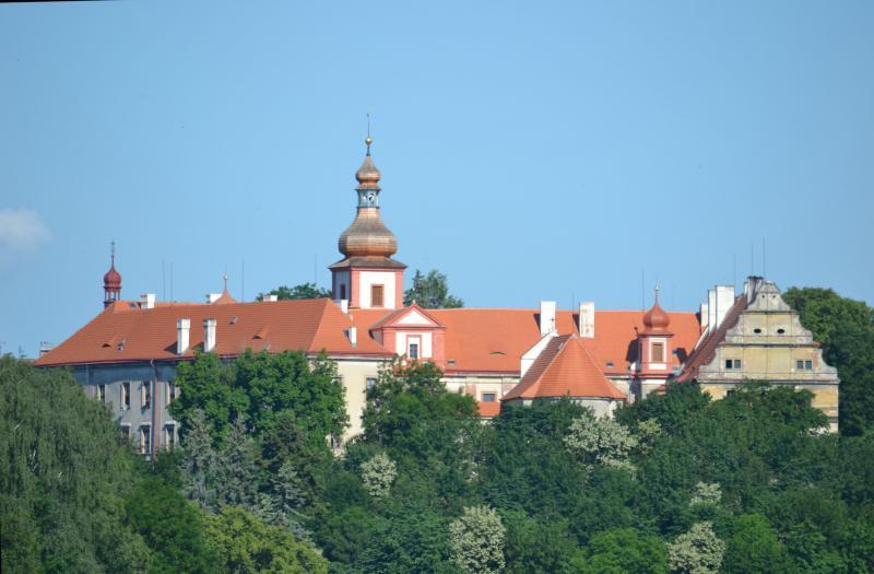 Замок Бела-под-Бездезом